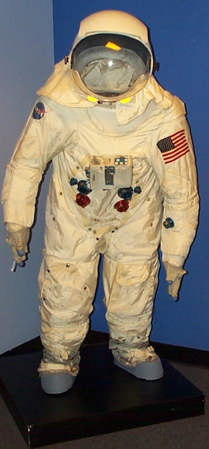 979 Eugene Cernan's Suit.JPG: This is actually a predecessor to the suit Eugene Cernan wore on a flight; this was a model they used to help him train.
